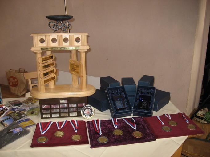 Memoriál Bedřicha Šupčíka 2008 - pohár, medaile a hranol